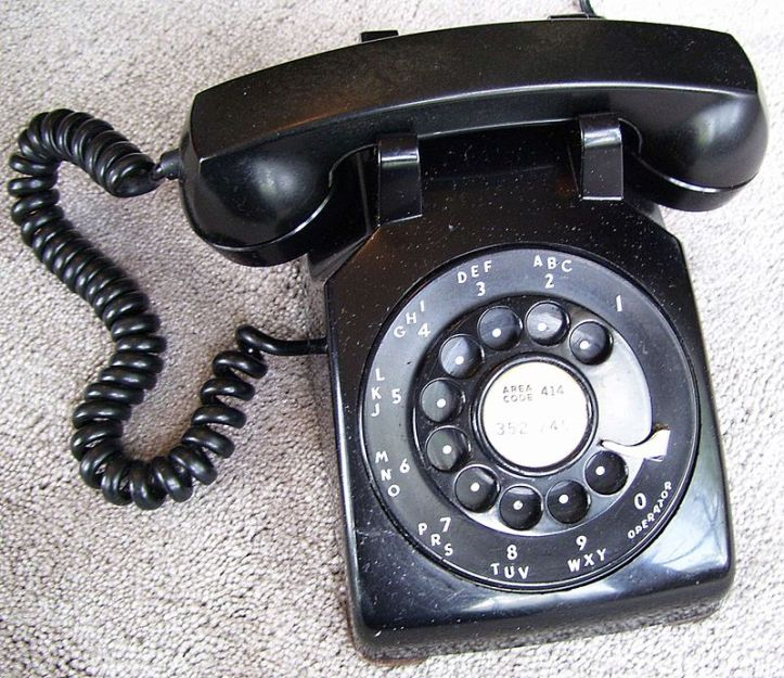 800px-model500telephone1951